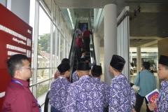 saat akan menaiki lantai dua di museum kepresidenan